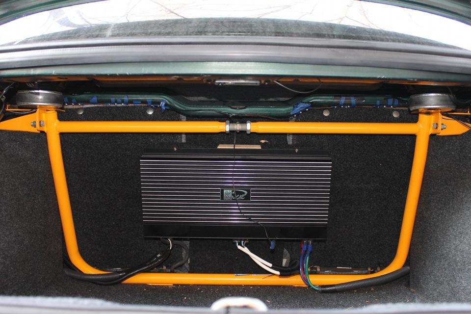 Автомобильный усилитель звука в багажник